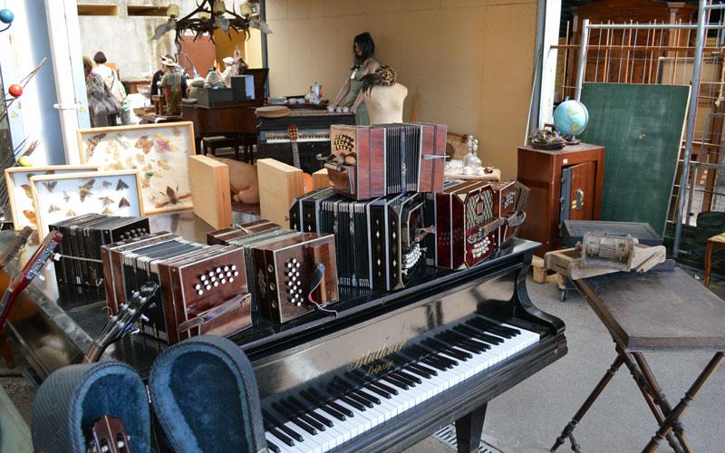 Historische Musikinstrumente Flohmarkt Lyon