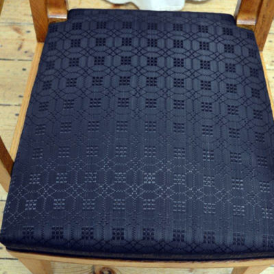 Rekonstruierte Polsterung der Sitzfläche mit Rosshaarstoff