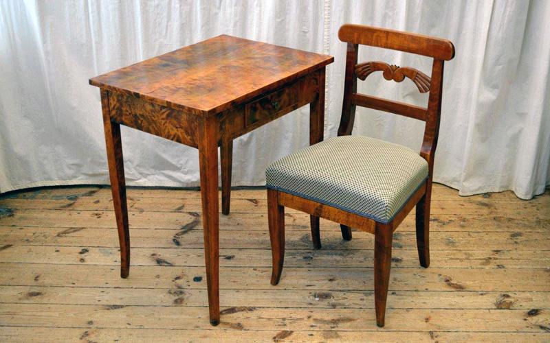Biedermeierstuhl mit Tisch 1830
