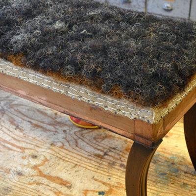 Rosshaar auf klassisch gepolstertem Möbel